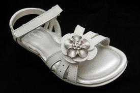 CPSC, Stride Rite Recalls Girls' Sandal For Choking Hazards