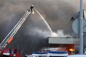 Ladder falls on New Hampshire fireman in 2-Alarm blaze