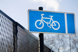 Pedestrians and Cyclists: New York to Start Bike Sharing Program