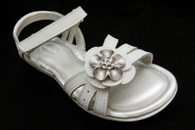 CPSC, Stride Rite Recalls Girls' Sandal For Choking Hazards